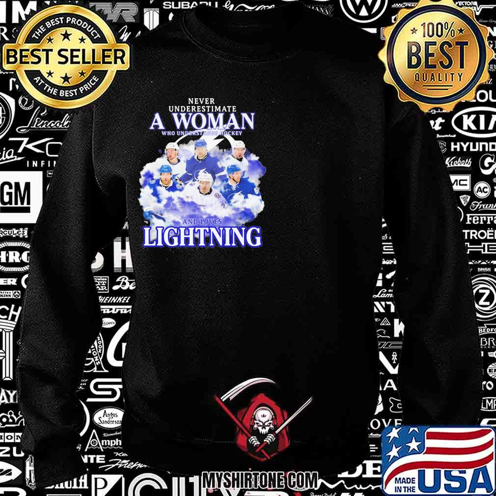 Never underestimate a woman who understands hockey and loves tampa bay lightning s Sweatshirt